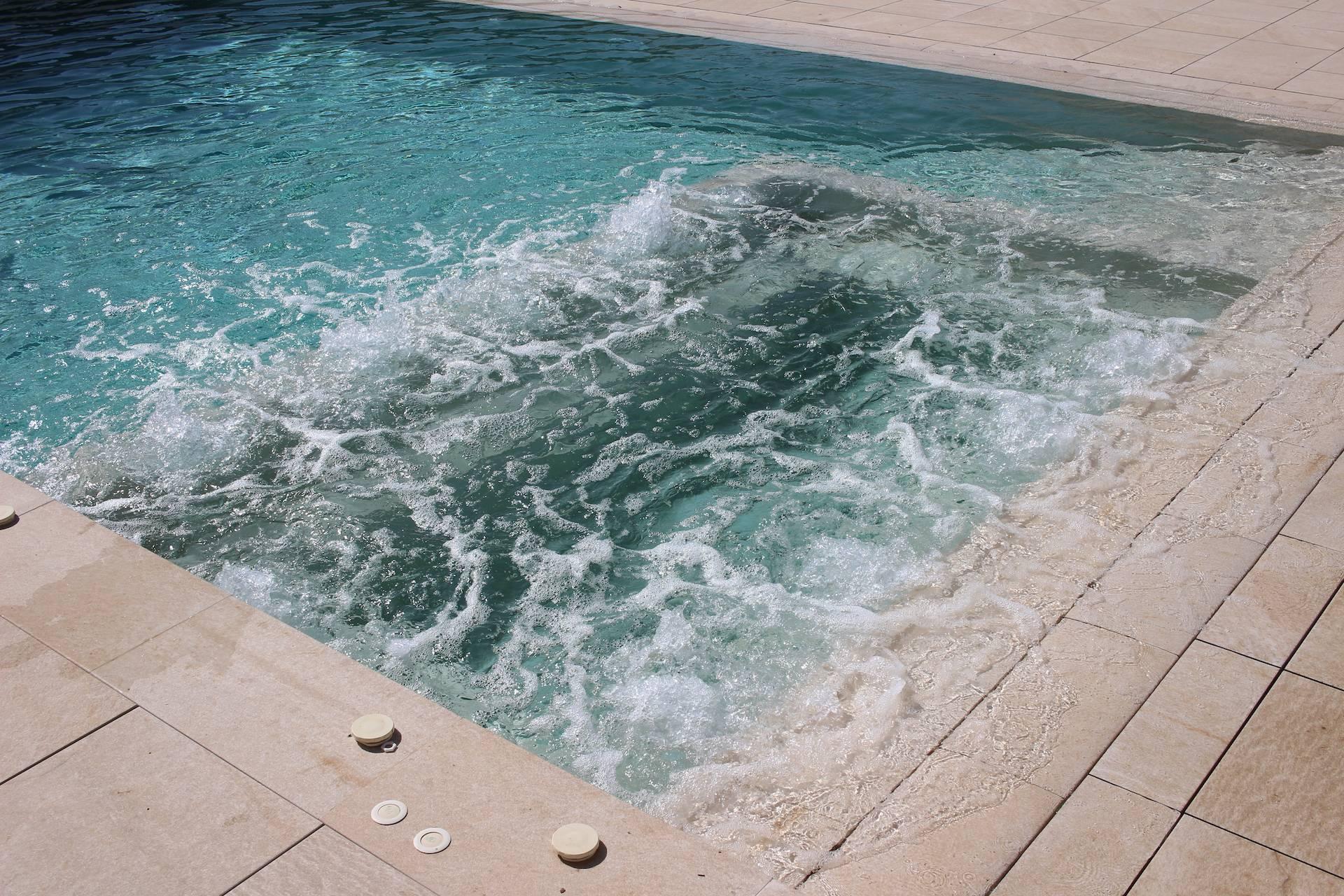 Spa dentro de piscina
