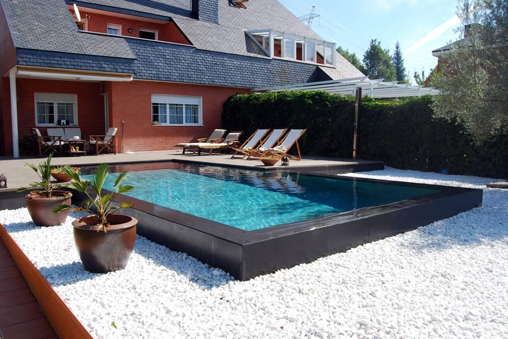 piscina de diseño desbordante