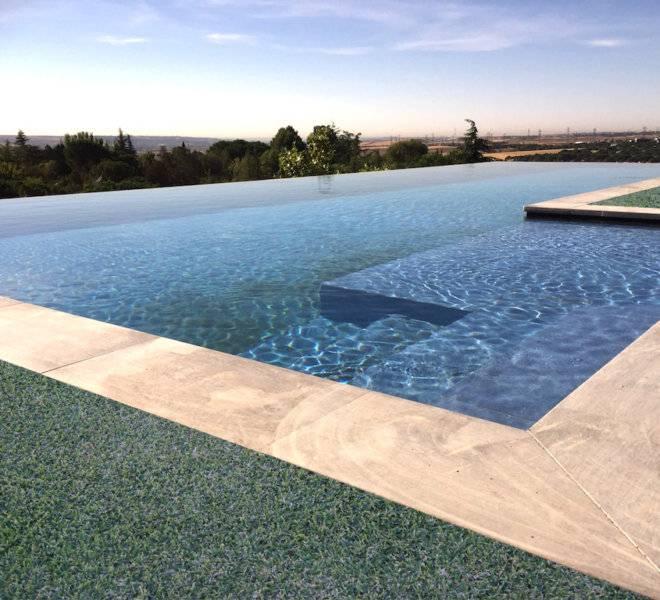 Construcción piscina diseño infinity