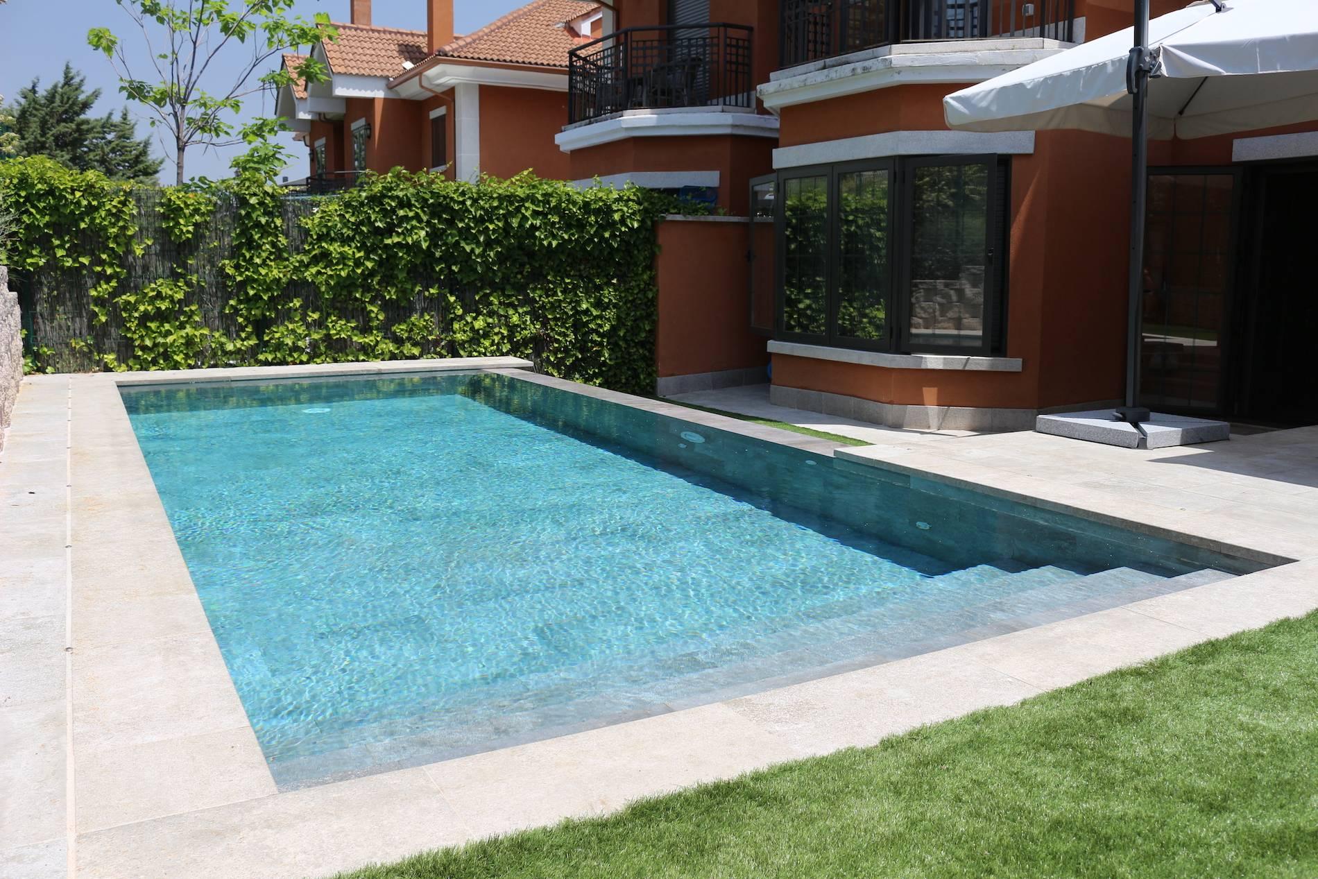 Piscina infinita piscinas oscer for Empresas de construccion de piscinas