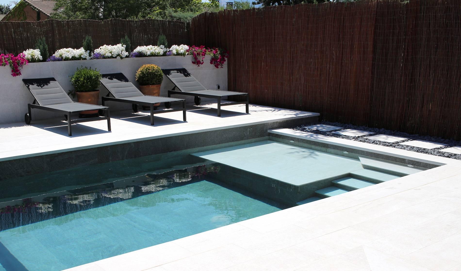Diseño y construcción de piscina de skimmers