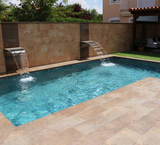 Cascadas decorativas en piscina privada