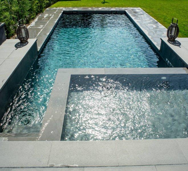 Spa de obra construido con piscina porcelanica salina