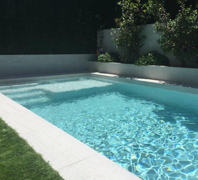Cama de piscina con 20cm de agua para tomar el sol o jugar con los pequeños