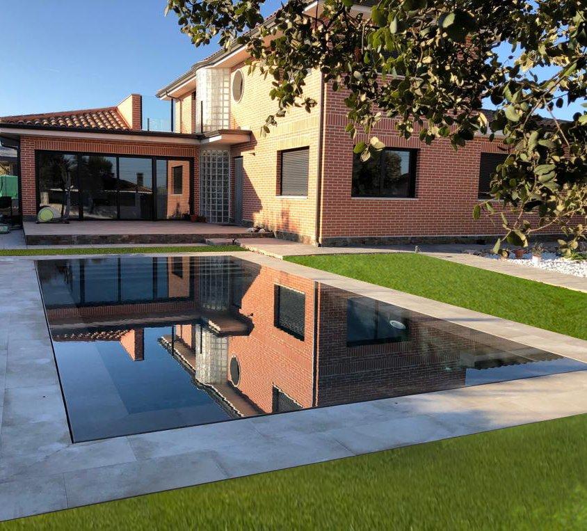 Desborde invisible en piscina de diseño