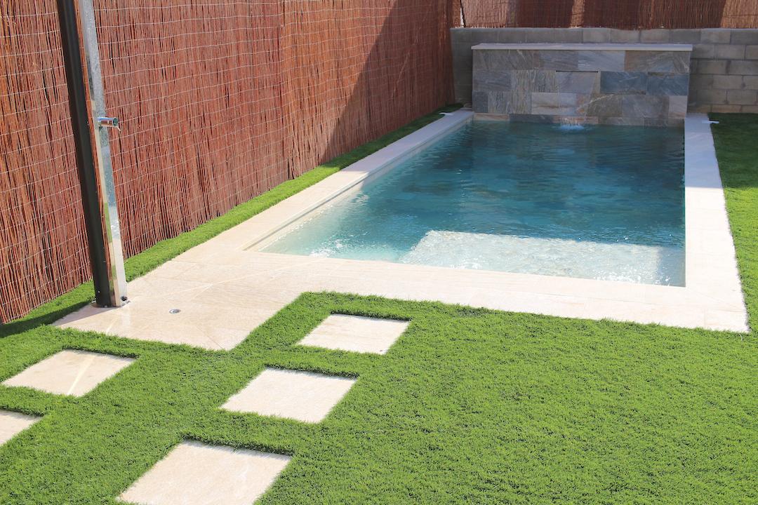 Construcción de piscina de skimmer con cascada