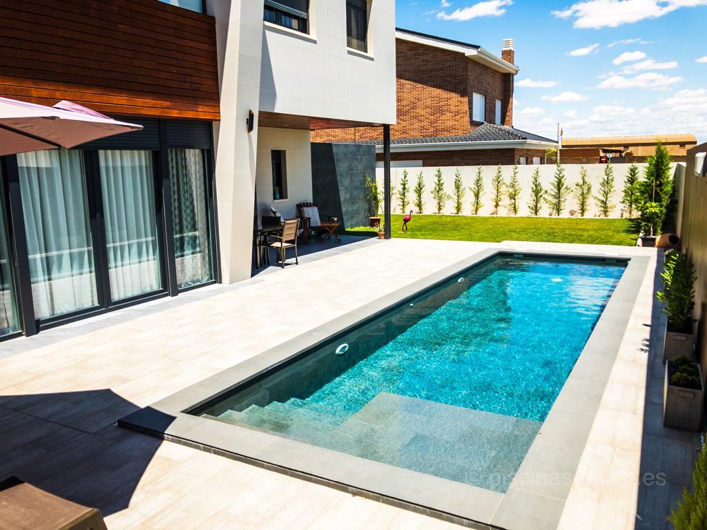 Construcción de piscina minimalista en Guadalajara