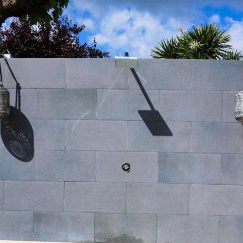 Ducha integrada en pared