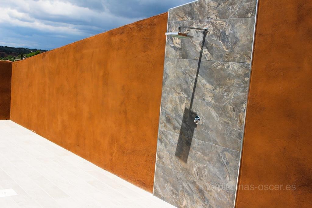 Totalmente integrada en la pared en un diseño muy limpio