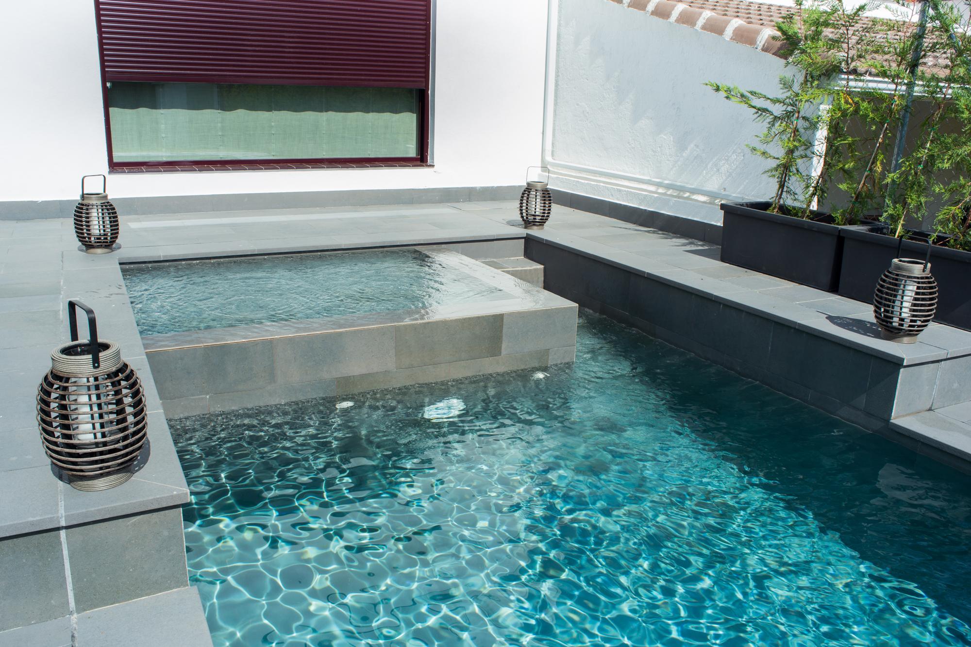 Desborde sobre piscina